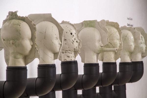 Installation <br>céramique et tube Pvc <br>70x300x50cm